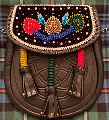 Click image for larger version.  Name:Oneida Beaded Sporran.jpg Views:7 Size:293.6 KB ID:37010