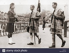 Click image for larger version.  Name:king-edward-viii-middle-of-picture-and-his-brother-the-duke-of-york-HAG0J7.jpg Views:191 Size:178.2 KB ID:32029